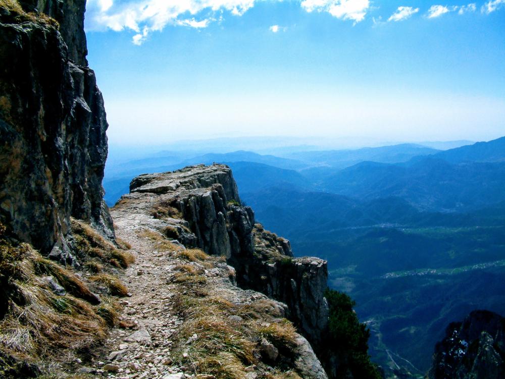Strada delle 52 gallerie e Monte Pasubio: l'itinerario perfetto per biker e trekker, tra storia e natura